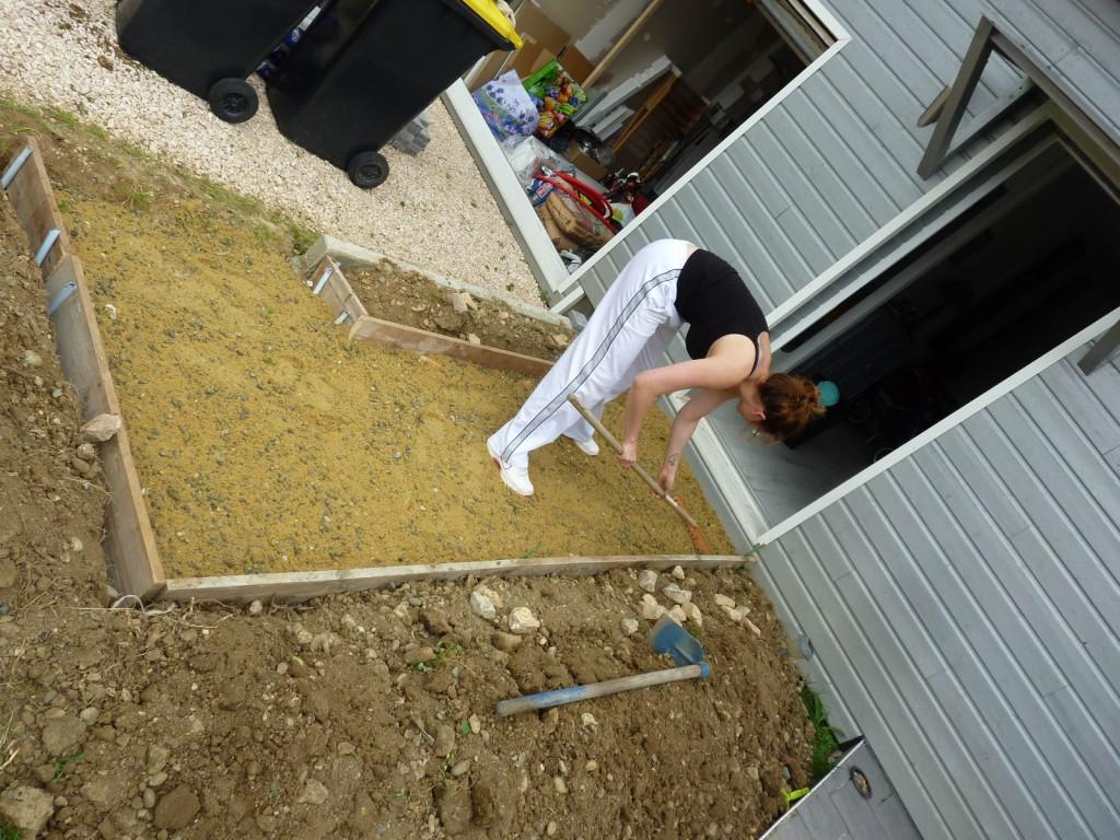 Devant de porte la maison bois de pierrine et gilles for Pose carrelage sur lit de sable